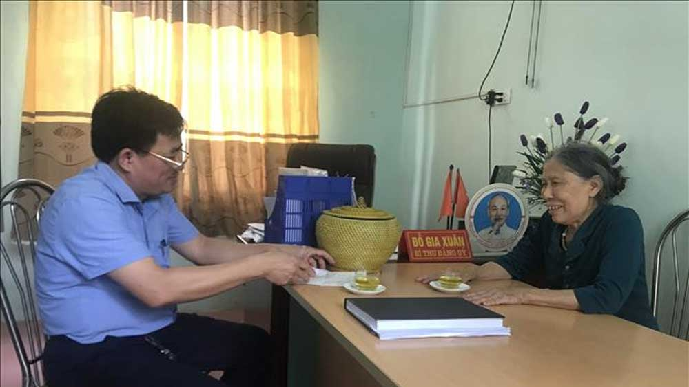Vợ liệt sĩ, gần 80 tuổi, đạp xe, ủng hộ tiền chống dịch Covid-19, bà Lê Thị Niệm, tỉnh Thanh Hóa, lần thứ 4