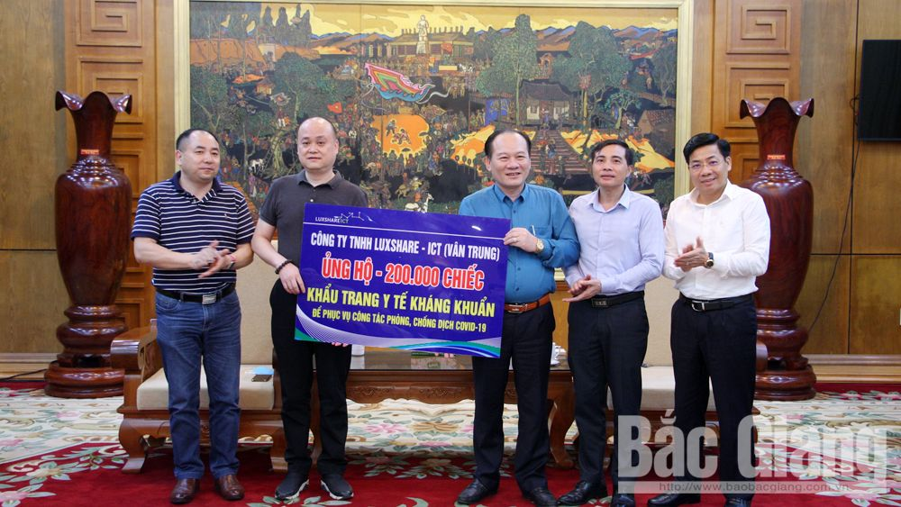 Dịch covid-19, phòng dịch, tiếp nhận ủng hộ phòng dịch Covid-10, Chủ tịch Bắc Giang Dương Văn Thái