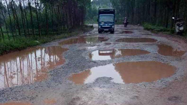 Một tuyến đường, xuống cấp, nhiều năm, nhưng chưa được, sửa chữa