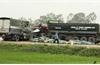 Hai xe tải đấu đầu khiến hai người tử vong