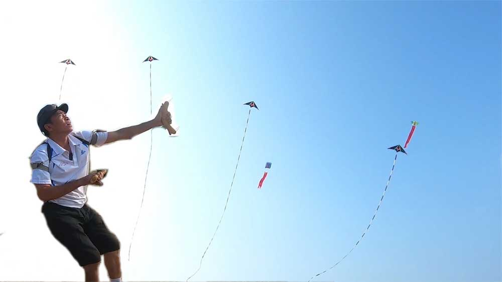 Vietnamese man takes flying kites to new highs
