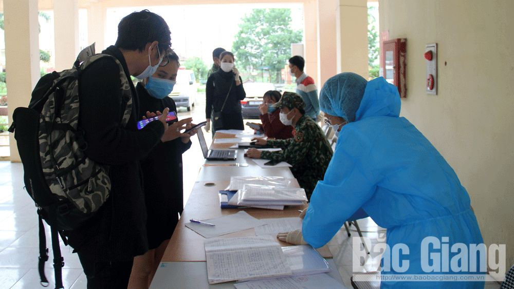 Bac Giang reviews and grasps situation of foreign workers quarantined due to Covid-19 suspicion