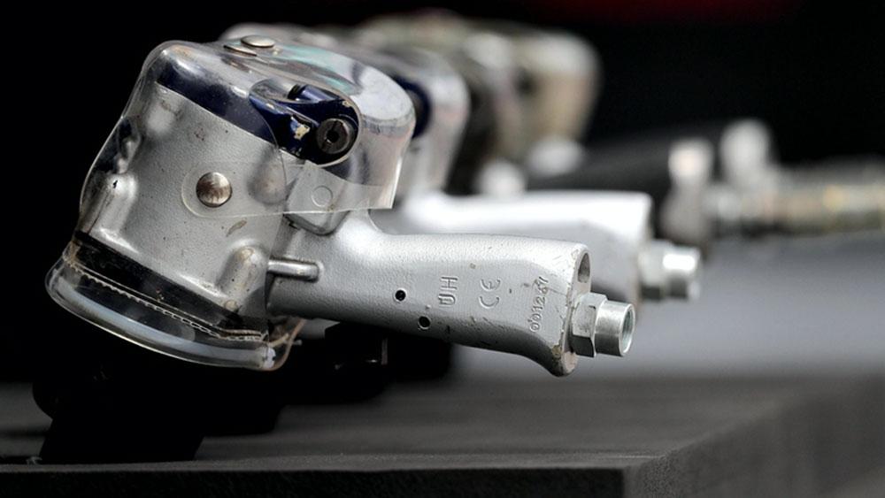 Các đội đua xe F1 tham gia sản xuất thiết bị y tế chống dịch Covid-19