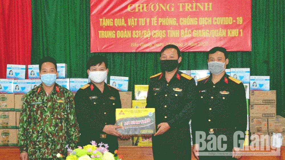 Ban Thanh niên Quân đội (Bộ Quốc phòng) phối hợp trao tặng vật tư y tế phòng, chống dịch Covid-19