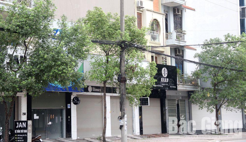 Nhiều cửa hàng trên đường Hoàng Văn Thụ (TP Bắc Giang) đóng cửa.