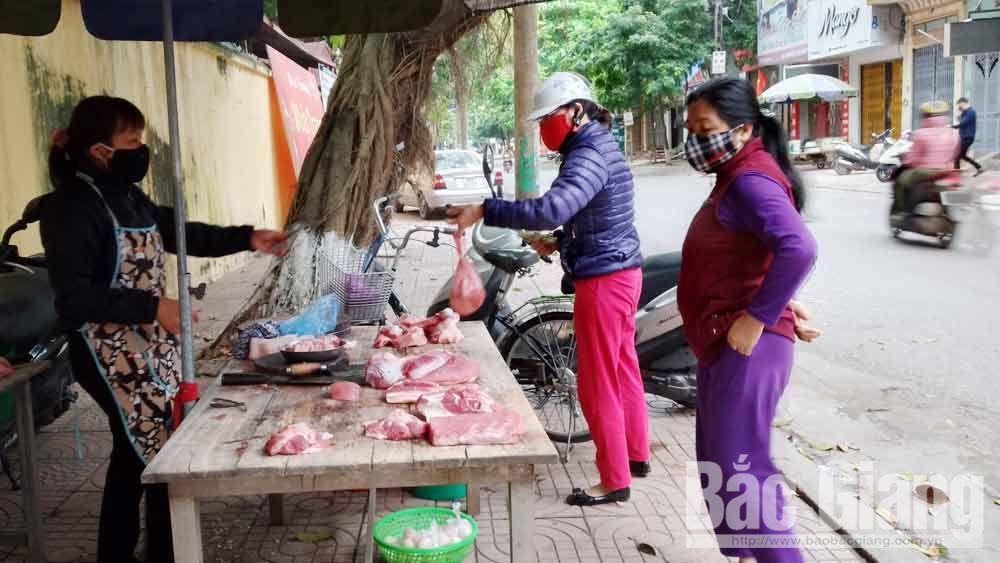Một quầy bán thịt lợn trên đường Nguyễn Cao (TP Bắc Giang).