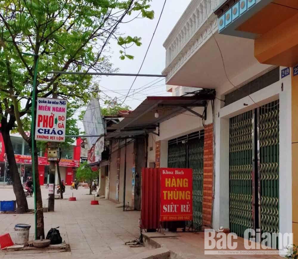 Nhiều hàng quán ở thị trấn Bích Động (Việt Yên) đóng cửa dừng hoạt động.