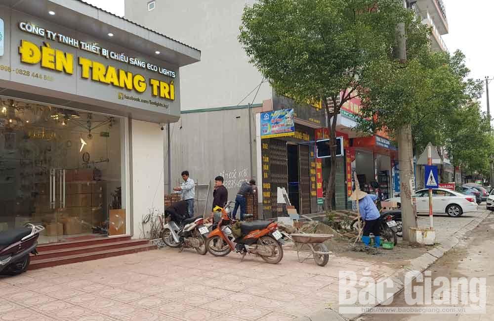 Tại một số công trình xây dựng địa bàn TP Bắc Giang vẫn đông người lao động.
