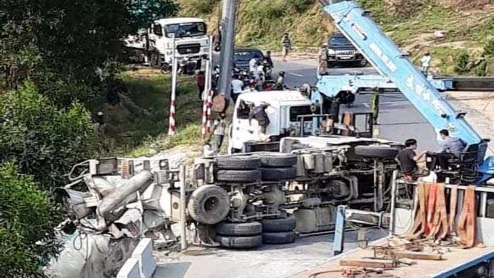 Xe chở bê tông lao xuống vực, lái xe tử vong tại chỗ