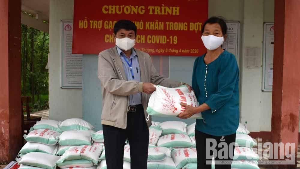 Thị trấn Cao Thượng hỗ trợ 1,2 tấn gạo cho hộ nghèo, có hoàn cảnh khó khăn trong dịch Covid-19