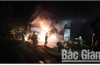 Bắc Giang: Xe đầu kéo cháy rụi trên cầu Cẩm Lý