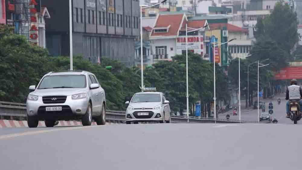 Bảo đảm trật tự an toàn giao thông trong thời gian thực hiện cách ly toàn xã hội.