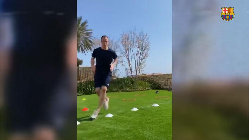 Làm thế nào để tập luyện ở nhà như Messi và dàn sao Barca?