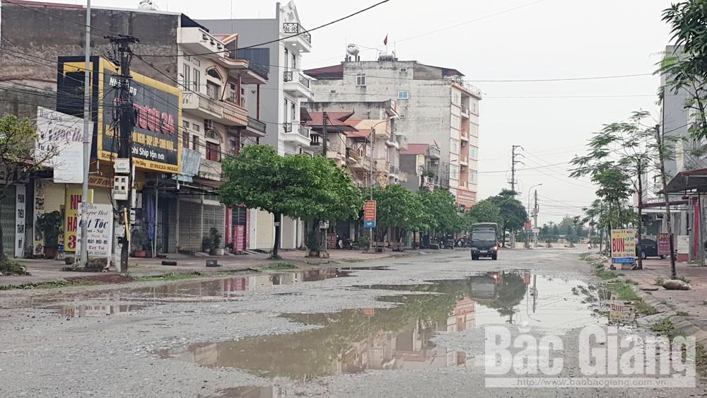 Đường Lê Đức Trung ở thị trấn Nham Biền (Yên Dũng) xuống cấp nghiêm trọng