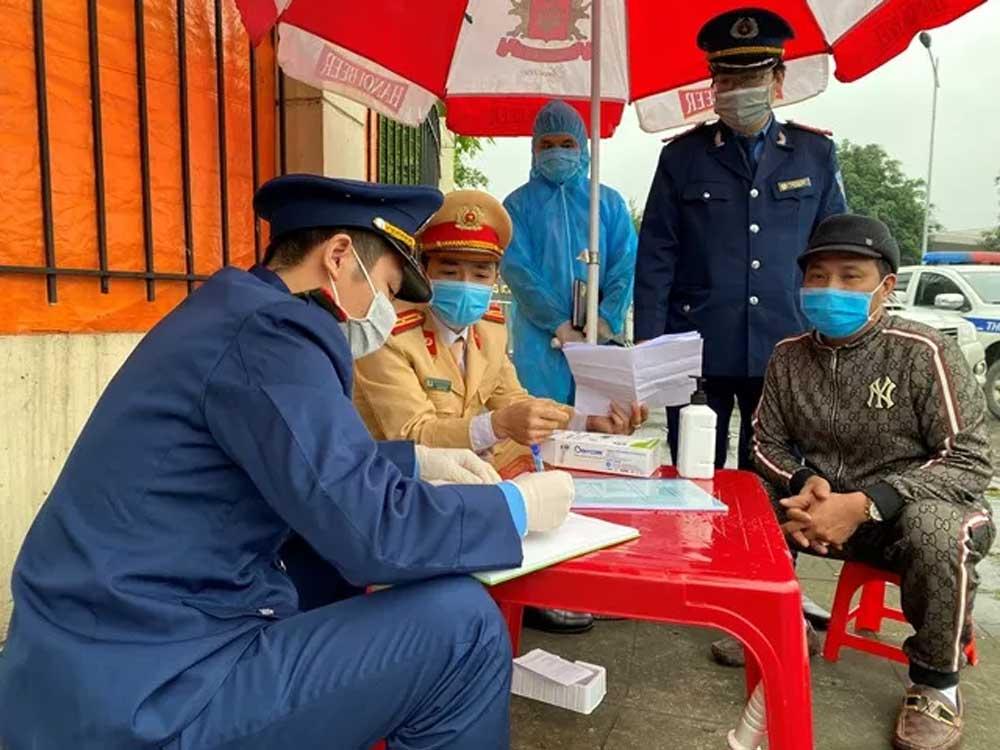 Xử lý, hai ôtô khách,  cố tình vi phạm, phòng, chống dịch, Covid-19, tỉnh Ninh Bình, không đeo khẩu trang, xử phạt vi phạm hành chính,