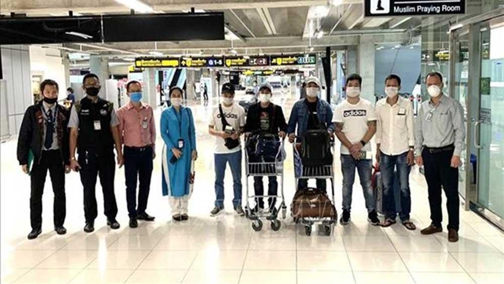 Seven Vietnamese citizens, stranded at Thai airport, brought home, Vietnamese Embassy in Thailand, Suvarnabhumi International Airport