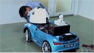 Bác sĩ Việt cải tiến ôtô đồ chơi thành xe khử khuẩn