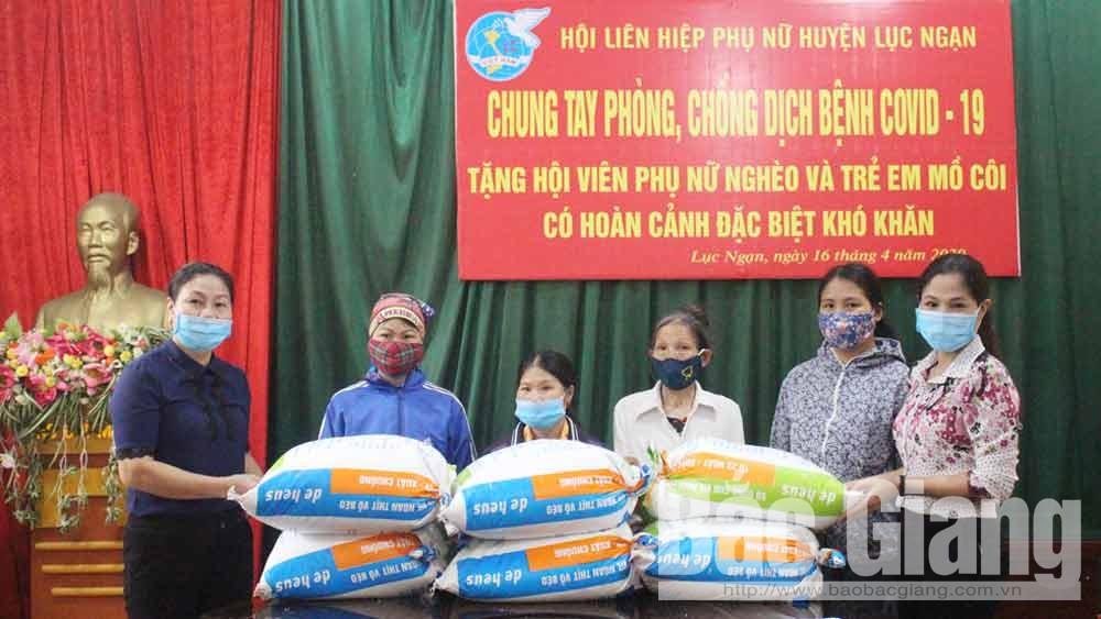 Hội LHPN huyện Lục Ngạn: Tặng 2,5 tấn gạo cho hội viên nghèo