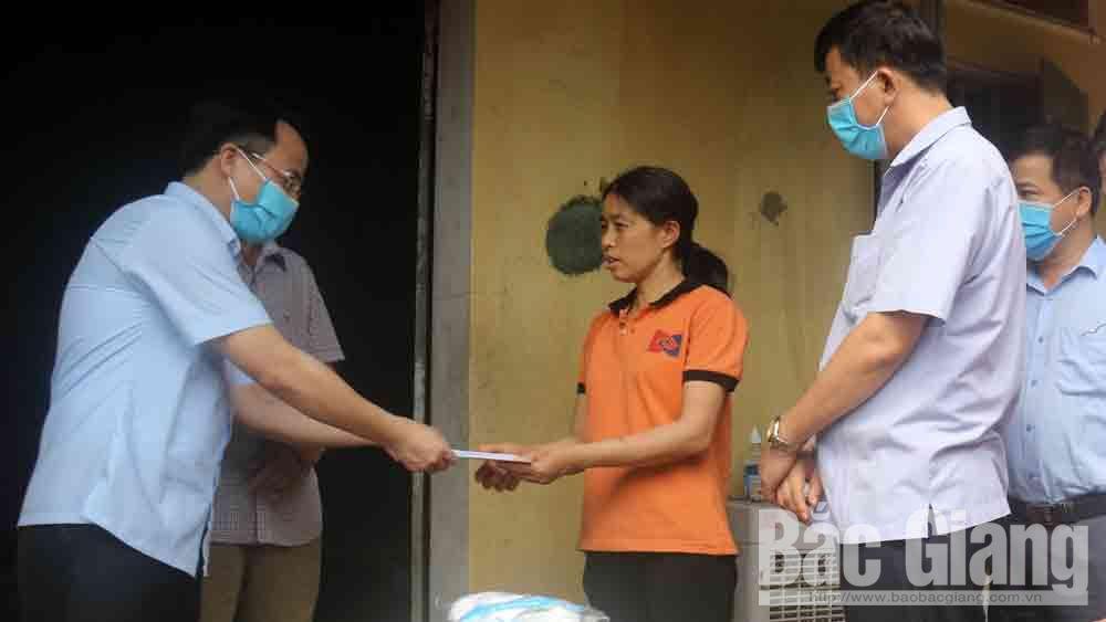 Việt Yên: Hỗ trợ các hộ dân khó khăn do ảnh hưởng của dịch Covid- 19