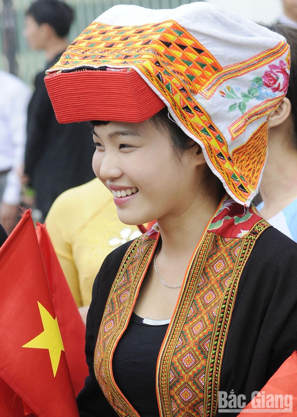 Thiếu nữ Dao, bản Nà Hin, xã Vân Sơn (Sơn Động).