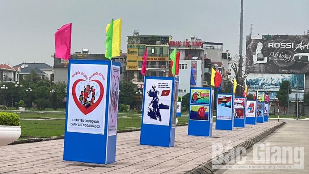 Propaganda painting exhibition celebrates 45th anniversary of National Reunification Day