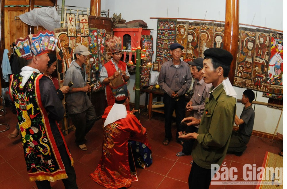Unique cultural identities, Dao ethnic people, Bac Giang province, mountainous districts,  most crowded population, traditional costume