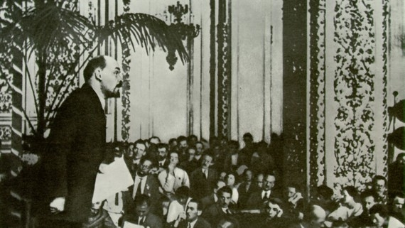 Thực hiện tự phê bình và phê bình trong Đảng theo chỉ dẫn của Lênin