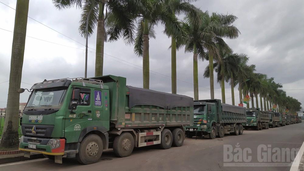 Công an Lạng Giang tạm giữ 14 ô tô chở quá tải, cơi nới thành thùng