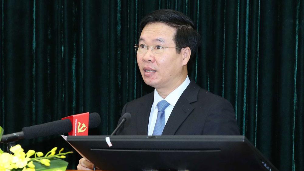 Đồng chí Võ Văn Thưởng, Uỷ viên Bộ Chính trị, Bí thư Trung ương Đảng, Trưởng Ban Tuyên giáo Trung ương phát biểu khai mạc hội thảo.