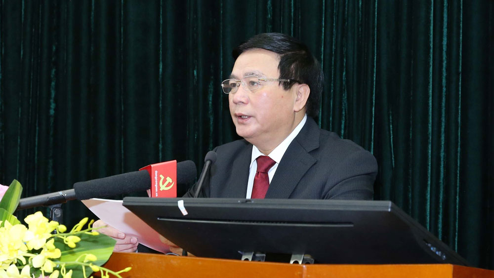 Đồng chí Nguyễn Xuân Thắng, Bí thư Trung ương Đảng, Chủ tịch Hội đồng Lý luận Trung ương, Giám đốc Học viện Chính trị quốc gia Hồ Chí Minh trình bày báo cáo đề dẫn hội thảo.