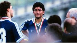 Maradona suýt bị đuổi trước chung kết World Cup 1990