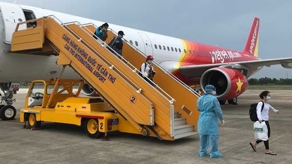 Vietnam repatriates 100 citizens from Indonesia