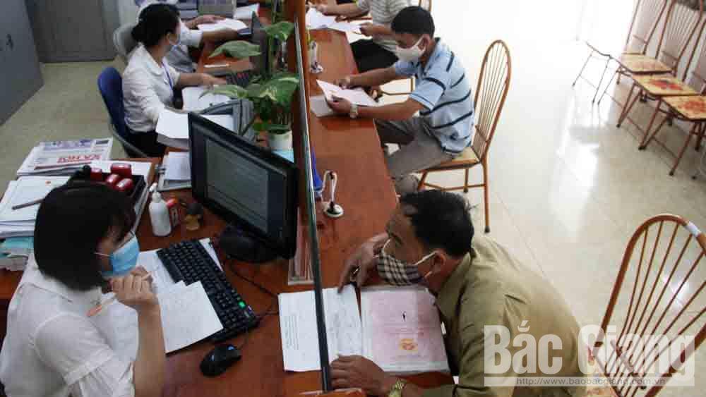 Việt Yên rút ngắn thời gian cấp thẻ BHYT cho trẻ dưới 6 tuổi còn 10 ngày