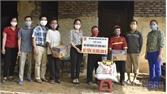 Hội Nông dân huyện Tân Yên trao tiền hỗ trợ hội viên cải tạo nhà ở