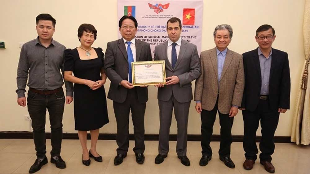 Vietnam presents 10,000 medical face masks to Azerbaijan people