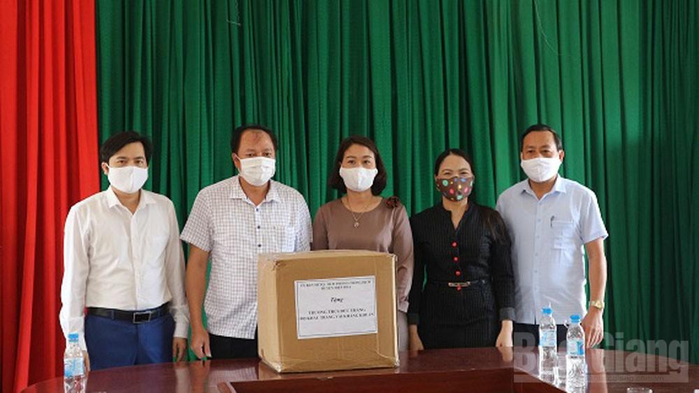 Lãnh đạo huyện Hiệp Hòa kiểm tra an toàn trường lớp trước khi học sinh đi học trở lại