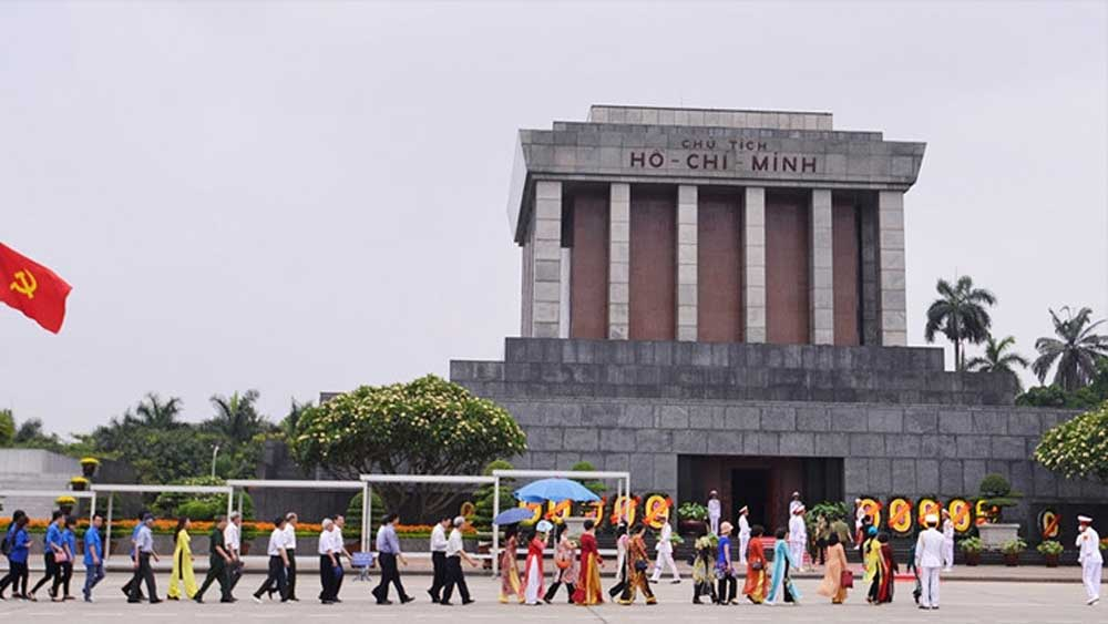 President Ho Chi Minh Mausoleum reopens after end of social distancing