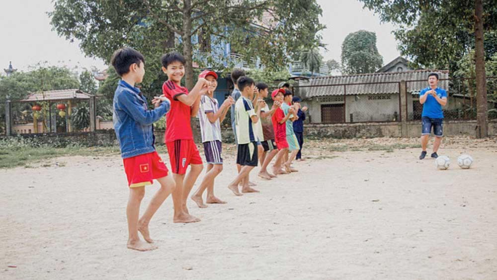 EU football, joins hands, Vietnamese street kids, UEFA,  Blue Dragon children's foundations, Hanoi-based charity, healthier lifestyle