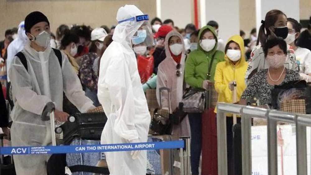 297 Vietnamese returnees from UAE quarantined in Mekong Delta