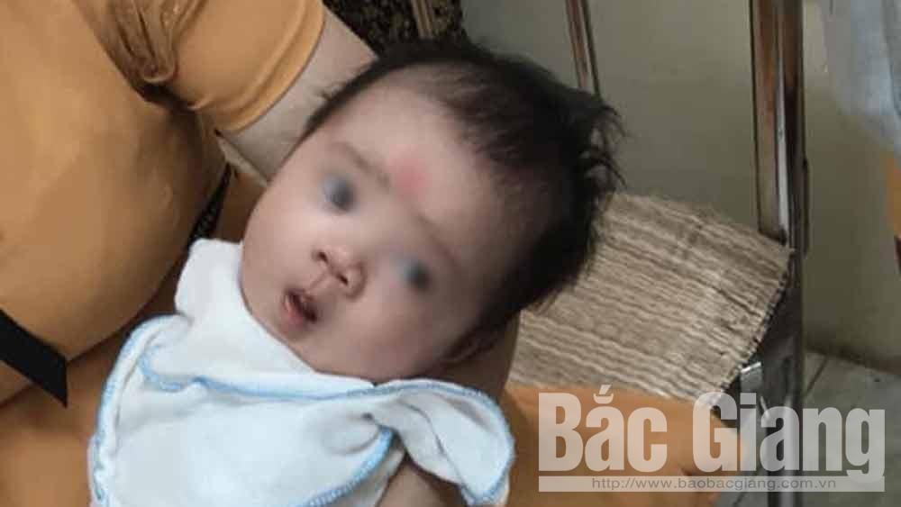 Lục Ngạn: Bé gái sơ sinh bị bỏ rơi gần Trường Tiểu học Biên Sơn