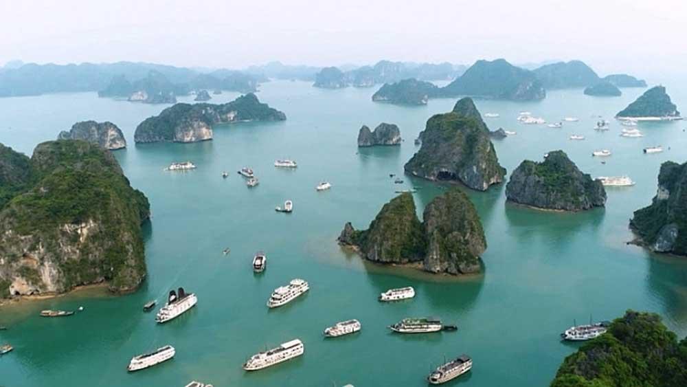 Quảng Ninh, mở lại, dịch vụ tham quan, lưu trú, vịnh Hạ Long, ảnh hưởng bởi dịch Covid-19, bảo đảm khoảng cách tối thiểu, giảm số người