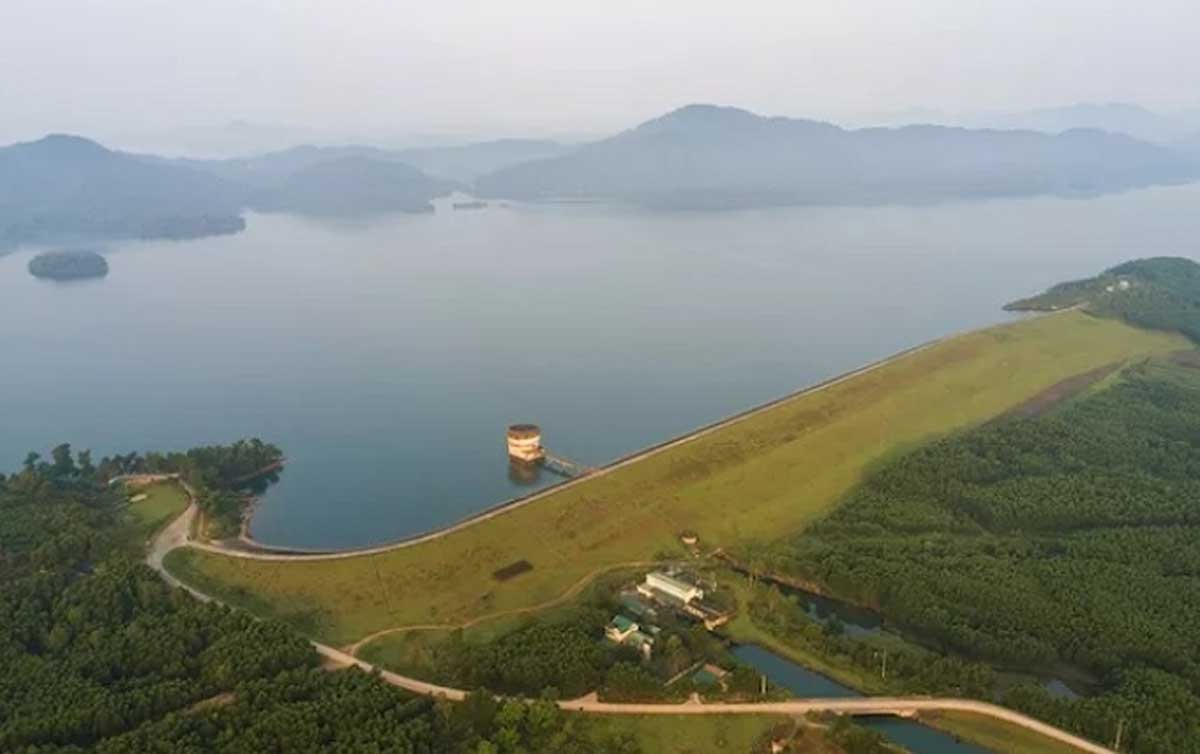 Ke Go Lake, charming green oasis, land of Ha Tinh, immense forest, mountain area,  poetic and peaceful beauty, ecotourism destination