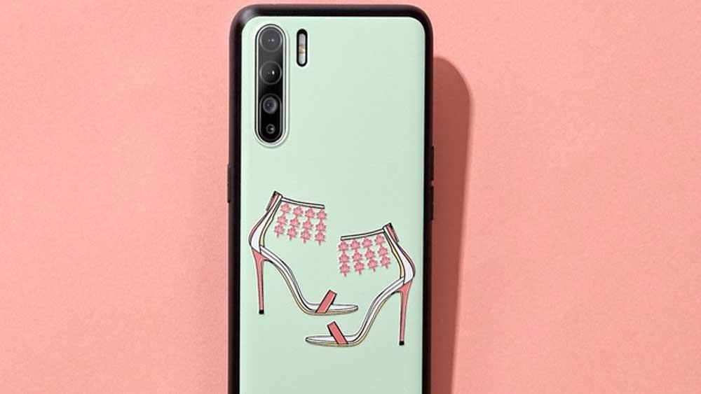 NTK nổi tiếng vẽ giày cao gót trên ốp điện thoại