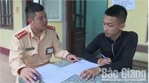 Yên Dũng: Triệu tập nam thanh niên lái xe bằng chân rồi tung clip lên Facebook