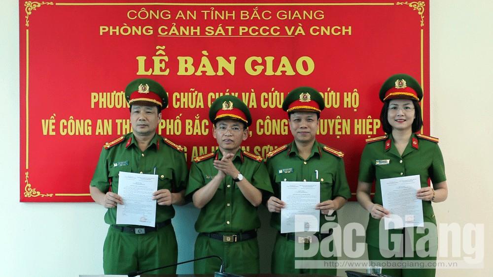 Bắc Giang: Công an 3 địa phương được trang bị xe chữa cháy