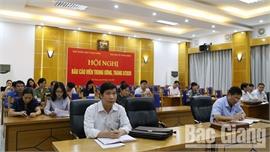 Quán triệt Nghị quyết số 55-NQ/TW của Bộ Chính trị và thông tin báo cáo viên  định kỳ