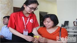 Nguyễn Thu Trang: Hạnh phúc khi được giúp đỡ người bệnh