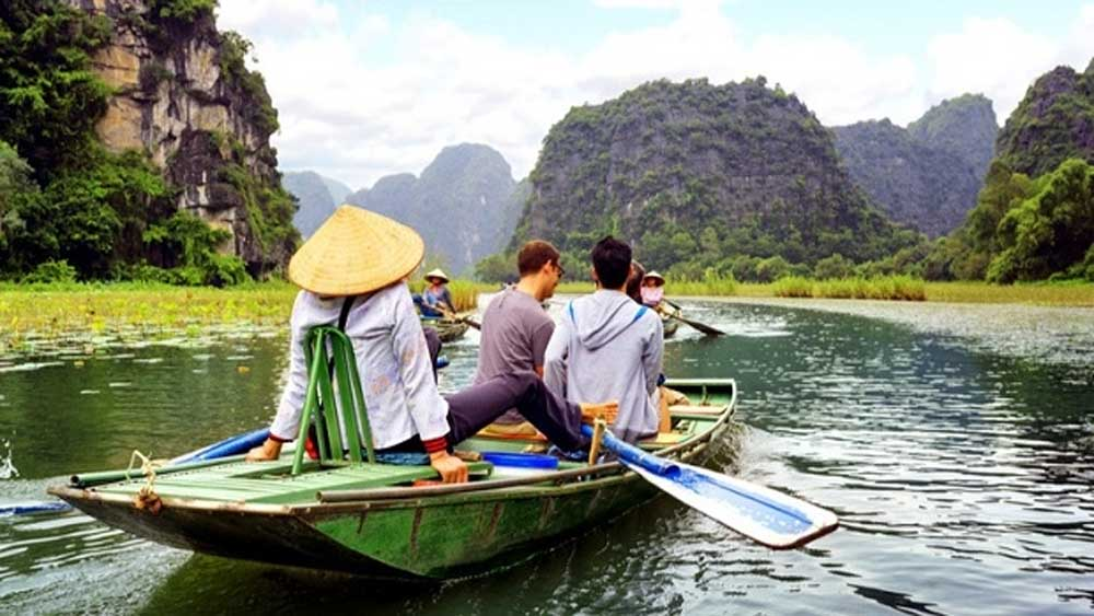 Programme, Vietnamese people, travel domestically, domestic tourism demand,   local tourist attractions, friendly tourism environment