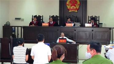 """""""Đường Nhuệ"""" ngồi phòng riêng dự phiên xét xử vợ chồng GĐ Công ty Lâm Quyết"""