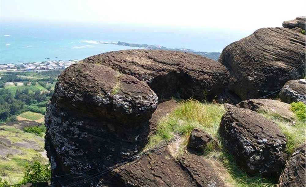 Volcanic rocks, Phu Quy Island, unique complex, sedimentary rocks, eruptive volcanoes, eco-tourism, field studies,